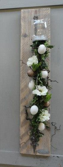 Like this decoration (its for easter) but I would take the eggs off) like the idea of mounting a wooden slack vertically on the wall then have flower garland and glass jar on it, I would put a pillar candle in the jar Arte Floral, Deco Floral, Floral Design, Easter Crafts, Holiday Crafts, Holiday Decor, Deco Nature, All Holidays, Happy Easter