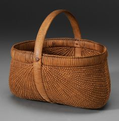 Shelton Sisters Basket - Probably Forsythe County, North Carolina. Bentwood frame with finely woven oak splints Old Baskets, Vintage Baskets, Wicker Baskets, Woven Baskets, Crochet Baskets, Rattan, Nantucket Baskets, Basket Weaving, Crates