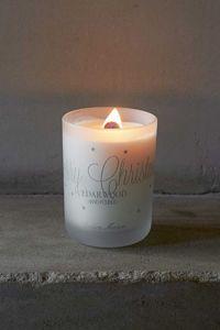 Herlig duftlys fra Riviera Maison med duft av cedartre. Når lyset er brent opp passer glasset perfekt som telysholder. Kommer i skjønn gaveeske. H 10,5 x D 8 cm.