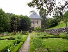 Non sono riuscita ad andare a casa di Pellico, ma in compenso sono stata a casa di Rousseau... che esiste ancora e conserva al suo interno quadri, libri ed arredi d'epoca... la casa della madre di Pellico invece non sono riuscita a scoprire quale sia stata a metà '700, anche se esiste fuori Chambery un elegante albergo (fuori dal mio budget) che si chiama Maison Tournier, lo stesso cognome della madre di Pellico...