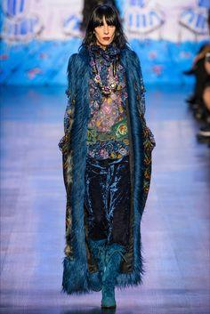 Guarda la sfilata di moda Anna Sui a New York e scopri la collezione di abiti e accessori per la stagione Collezioni Autunno Inverno 2017-18.
