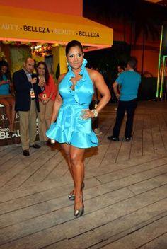 No me gusto mucho este vestido turquesa de Maripily. La boricua no tiene mucha suerte a la hora de vestir. Lo unico bueno fue que el largo fue adecuado para el evento juvenil.