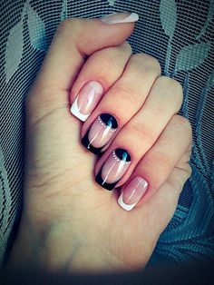 Black and white lines like smiles of french manicure is a win-win variant for any attire and different moods. A moon-style on two fingernails adds original