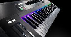 KOMPLETE KONTROL S SERIES 61-key MIDI keyboard controller, works closely with the Native Instruments KOMPLETE 9/10 virtual instruments bundle.