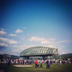 ... #attention #vorsicht  #eisenbahnbrücke von #links  #bridge #brücke #sarens #linz #danube #riverdanube #igerslinz #linzpictures #upperaustria #trainspotting #öbb #lnz #construction #oö #fans #urfahr #citylife #donaupark #igersaustria