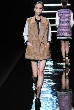 Han Ahn Soon Fall 2013 Ready-to-Wear Fashion Show