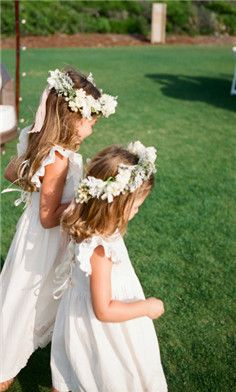 I love the head piece on the flower girls