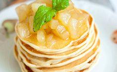 #Frühstück muss nicht immer pikant sein. Wer Lust auf #Pancakes hat, sollte diese Grießpfannkuchen mit #Apfel-Zimt-Kompott probieren.