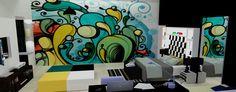 Grafite: Nada mais personalizado para sua parede! E engana-se quem acha que esse colorido deve se restringir aos quartos dos jovens. Salas, cozinhas, banheiros… Vai da preferência de cada um.  Para evitar excessos é legal escolher uma parede só.