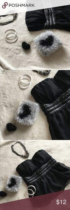 💘Heart Pom Mini Pouch |BLACK| 134 Sparkly & Shimmering. Fuzzy & Fun. Trendy Pom & Flirty Heart. Perfect little Pouch for stashing pretty much anything your heart desires. Use it as a mini-makeup bag & toss in your go-to beauty essentials for when you're out & about. Use it as a clutch & toss in your ID, cash, lipgloss & keys for a night out with the girls (leave your phone in the car; you can text 'em later). Use it as a coin purse & toss in your loose change & bills. Use it for whatever…