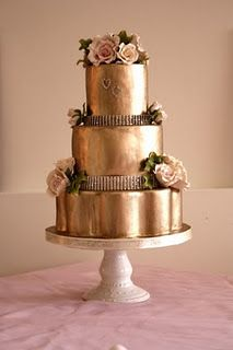 Gold wedding cake- this one is kind of gaudy but the idea of a gold cake is cool Beautiful Wedding Cakes, Gorgeous Cakes, Pretty Cakes, Amazing Cakes, Metallic Cake, Metallic Wedding Cakes, Metallic Gold, Solid Gold, Copper Wedding