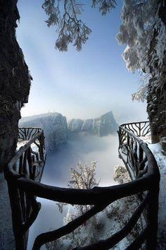 Tianmen Mountain Nat Tianmen Mountain National Park, Zhangjiajie, in northwestern Hunan Province, China.
