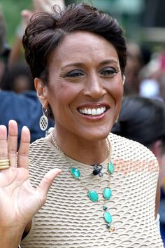 GMA Host Robin Roberts Sidelined Six More Months! Disappointing news to say the least! As much as we miss her smiling face every morning, Robin Roberts is not returning to our TVs any time soon. The tale Celebrity Smiles, Robin Roberts, Bone Marrow, Hollywood Gossip, Good Morning America, Smile Face, Turquoise, Actors, Beauty