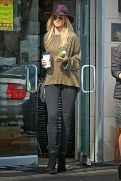 Rosie Huntington-Whiteley dropped by The Oaks for a coffee and a juice in Hollywood
