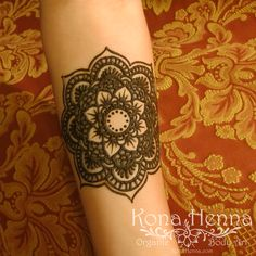 Professional Henna Tattoo Kits and World Class Henna Studio. Featuring Professional Henna Artists, located in Kailua Kona, Hawaii. Henna Tattoo Kit, Tattoo Kits, Henna Tattoos, Henna Mandala, Henna Mehndi, Henna Body Art, Kailua Kona, Natural Henna, Henna Artist