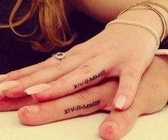 Des mariés remplacent leurs alliances par des tatouages