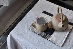 bastisRIKE TEA TIME with SUNTREE ceramics (and hot pads by me).