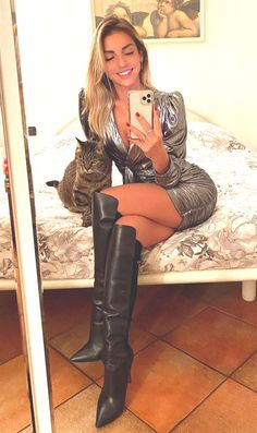 Leather Dresses, Leather Pants, Knee High Boots, Over The Knee Boots, Beauty Planet, Botas Sexy, Sexy Legs And Heels, Gorgeous Women, Beautiful