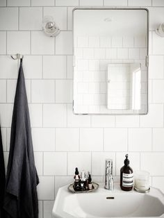 This works well for a mid-century style bathroom. Clean design.