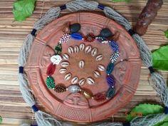 O jogo de Búzios é uma das artes divinatórias utilizado nas religiões tradicionais africanas e na religiões da Diáspora africana instaladas em muitos países das Américas.