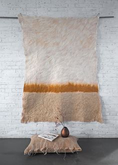 Wallhanging 'Gold' / feltwork with 'golden' silk