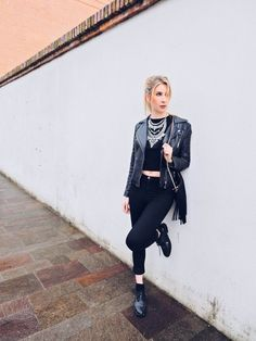 How to wear a total black look! What are your favorite choices for a total black look? Check out my blog to find some tips! >>Read More