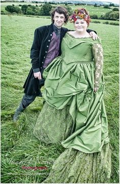 themed wedding with handmade outfits. kind of really like this, but it IS different! Plus Size Brides, Plus Size Wedding, Irish Wedding, Medieval Wedding, Native American Wedding, Curvy Bride, Green Gown, Offbeat Bride, Steampunk Wedding