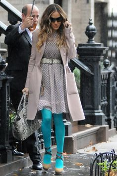 Sarah Jessica Parker brightens up at gray outfit with teal tights