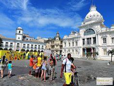 passeio de bike em Salvador. baía de todos os santos. praça municipal.