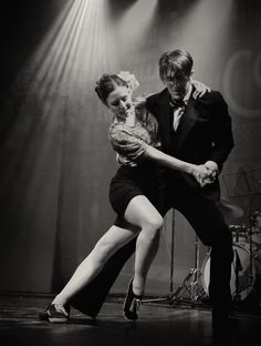 I need to get out dance with my FFH, and keep the swing swinging just like bobby & kate Teach Dance, Learn To Dance, Shall We Dance, Lets Dance, Poses For Pictures, Dance Pictures, Tango, Dancers Among Us, Lindy Hop