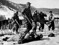 De Koreaanse oorlog is eigenlijk nooit officieel afgelopen, omdat er nooit een vredesverdrag ondertekent is. De oorlog is dus eigenlijk nu nog steeds bezig. Er is dus ook nooit een winnaar uitgekomen. Wel is er ooit een wapenstilstand geweest. Die kwam op 27 juli, 1953.