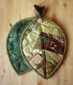 Scrappy Leaf Potholders by PatchworkPottery, via Flickr