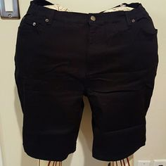 Denim and Company black jean shorts Cotton spandex blend 5 pocket jean shorts. Shorts have elastic on the sides of the waist and belt loops. Inseam 10 inches. Brand new with tags and never worn. Denim and Company Shorts Jean Shorts