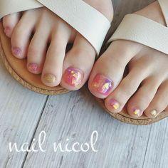 Pin by Amalia on 面白い写真 こども Coffin Nails Ombre, Glitter Nails, Acrylic Nails, Lilac Nails Design, Feet Nails, Minimalist Nails, Toe Nail Art, Nail Decorations, Fabulous Nails