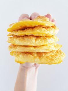C L O U D • B R E A D Ben je koolhydraatarm aan het eten dan is dit recept een uitkomst want het is een goed alternatief voor brood