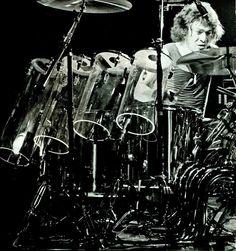 Van Halen 5150, Alex Van Halen, How To Play Drums, Drummer Boy, Snare Drum, Drum Kits, Black Sabbath, Led Zeppelin, Music Stuff