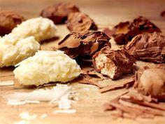 TRUFAS DE CHOCOLATE BLANCO Y CHOCOLATE CON LECHE ( white chocolate and milk chocolate truffles) #ChocolatesOnline #elteso
