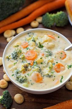 Vegetable Chowder This cheesy vegetable chowder is a delicious, filling way to pack in the veggies! It's creamy, flavorful and downright delicious.This cheesy vegetable chowder is a delicious, filling way to pack in the veggies! It's creamy, flavorful and Healthy Weeknight Dinners, Veggie Dinners, Easy Dinners, Healthy Meals, Healthy Food, Vegetarian Recipes, Cooking Recipes, Vegan Meals, Chili Recipes