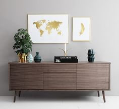 Scandinavian interior design and style. Nordic decor. Gold world map. Poster with feather in gold. Desenio.com