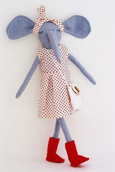 Muñeca de trapo elefanta de lino azul con by EstrellanDolls