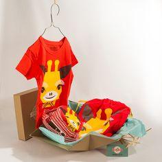"""Coffret cadeau """"Coq en pâte"""" : un tee-shirt, un chapeau et un sac à dos sur le thème """"girafe"""""""