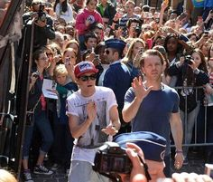 WAIT LITTLE FANBOY IN BACKGROUND PUSHING PAST ALL THOSE GIRLS TO GET A GLIMPSE AT HIS MAN. Yup I just said that.
