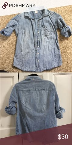 J. CREW PERFECT SHIRT DENIM SIZE SMALL J. CREW PERFECT SHIRT DENIM SIZE SMALL J. Crew Tops Button Down Shirts