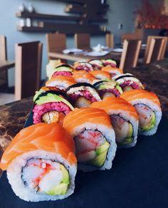 The colours of the rainbow  Who's having sushi for dinner tonight?  Follow me for more sushi @makesushi1 Go to www.makesushi.com/?utm_content=buffered903&utm_medium=social&utm_source=pinterest.com&utm_campaign=buffer for more recipes Pic via @eljanmammadli