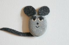 "How to make a sweet mouse using a pebble and felt. Adorable! Inspired by Leo Lionni's ""Frederick"""