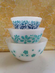 My fave Agee Pyrex Frankenset :) Vintage Kitchenware, Vintage Bowls, Vintage Dishes, Vintage Glassware, Vintage Pyrex, Antique Dishes, Kitsch, Tapas, Pyrex Bowls
