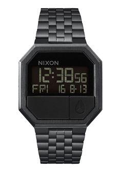 Нержавеющая классика - это Re-Run от Nixon. Эти часы наделены всеми, необходимыми в обычной жизни, функциями: