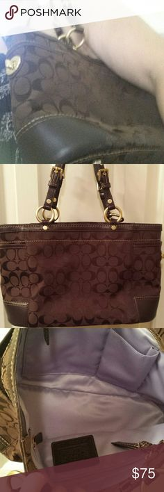 Coach Purse Brown Coach Purse I purchased on here and never used. I thought it was larger and the straps were longer but I was wrong ??  The inside is in perfect condition, it's never been used by anyone. It's has short straps. Coach Bags Shoulder Bags
