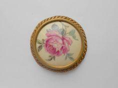 Vintage broche fleur rose dorée ancien bijoux collection ronde medaillon années 50 ornée peint à la main epingle beige floral
