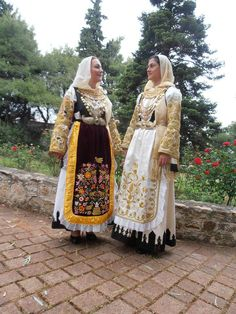 Greek Traditional Dress, Traditional Clothes, Attica Athens, Greek Costumes, Costumes Around The World, Folk Costume, Ethnic Fashion, Ukraine, Greece